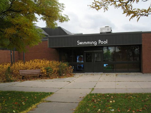 20091030swimmingpool
