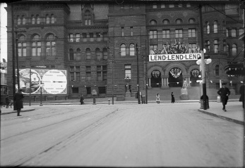 City Hall - view from Bay Street just south of Queen Street - showing Victory Bond advertising, 1918. City of Toronto Archives, Fonds 200, Series 372, Subseries 41, Item 543.