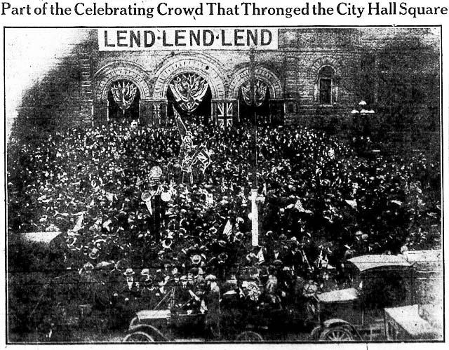 tely 1918-11-08 celebrating crowd