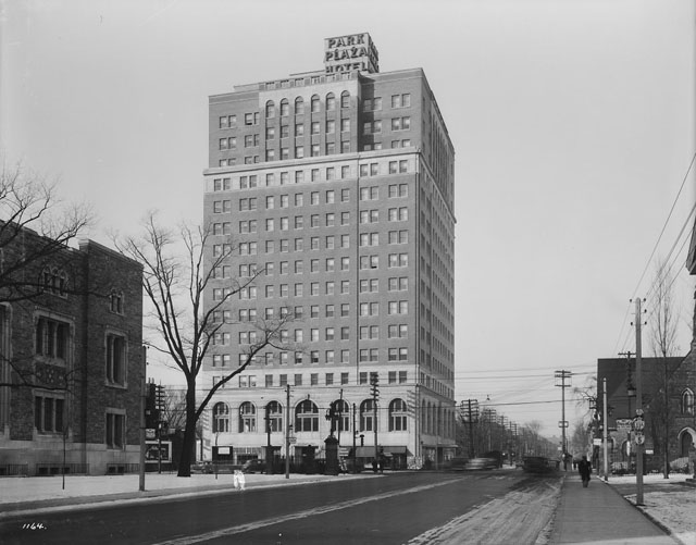 Park Plaza Hotel, Avenue Road, looking north