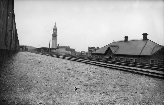 Old and new CPR North Toronto Stations. - [ca. 1920]